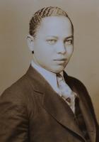 http://scarletandblackproject.com/fileupload/Eason-1929-bio-file-photo-2.jpg